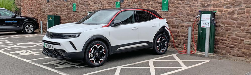 YPS-EVAdoption-VauxhallMokkae